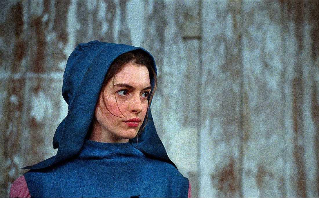 "Anne Hathaway som Fantine i en scen från ""Les misérables""."