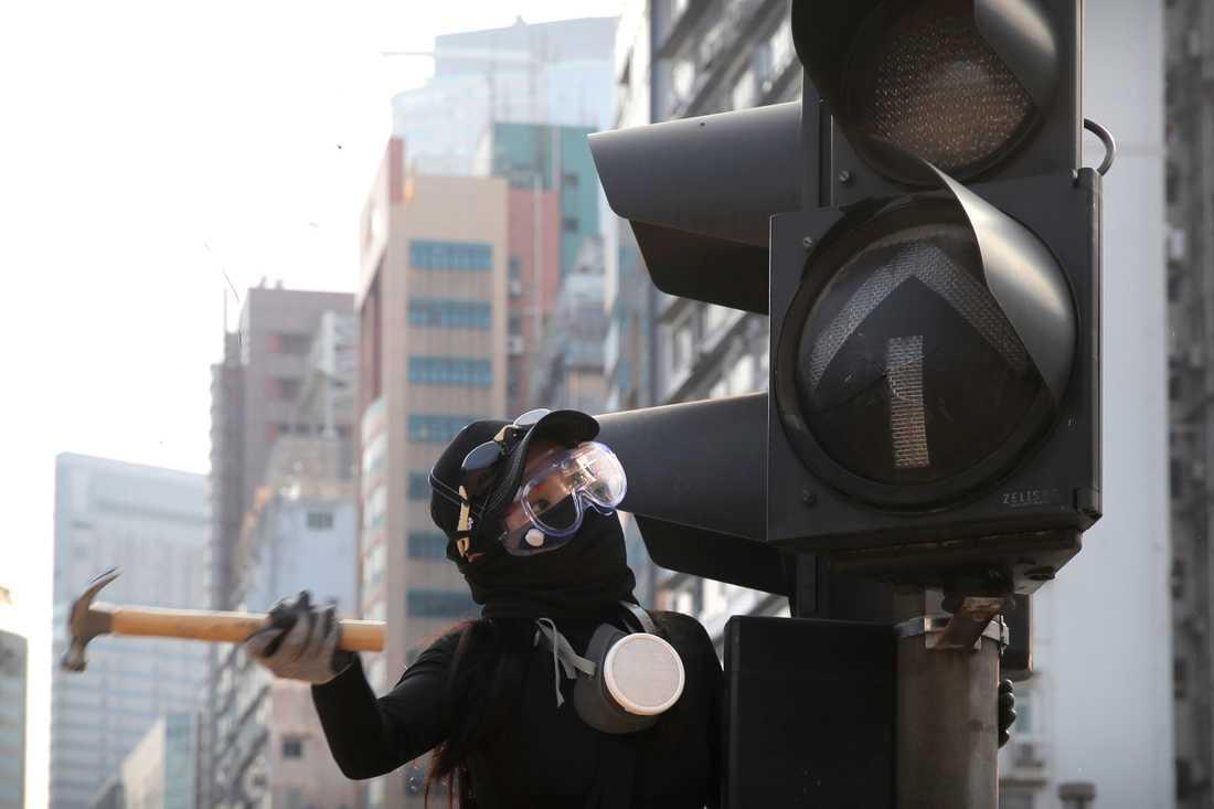 Många Hongkongbor fruktar att helgens lokalval ska ställas in eller skjutas upp på grund av de våldsamma protester som skakar regionen.