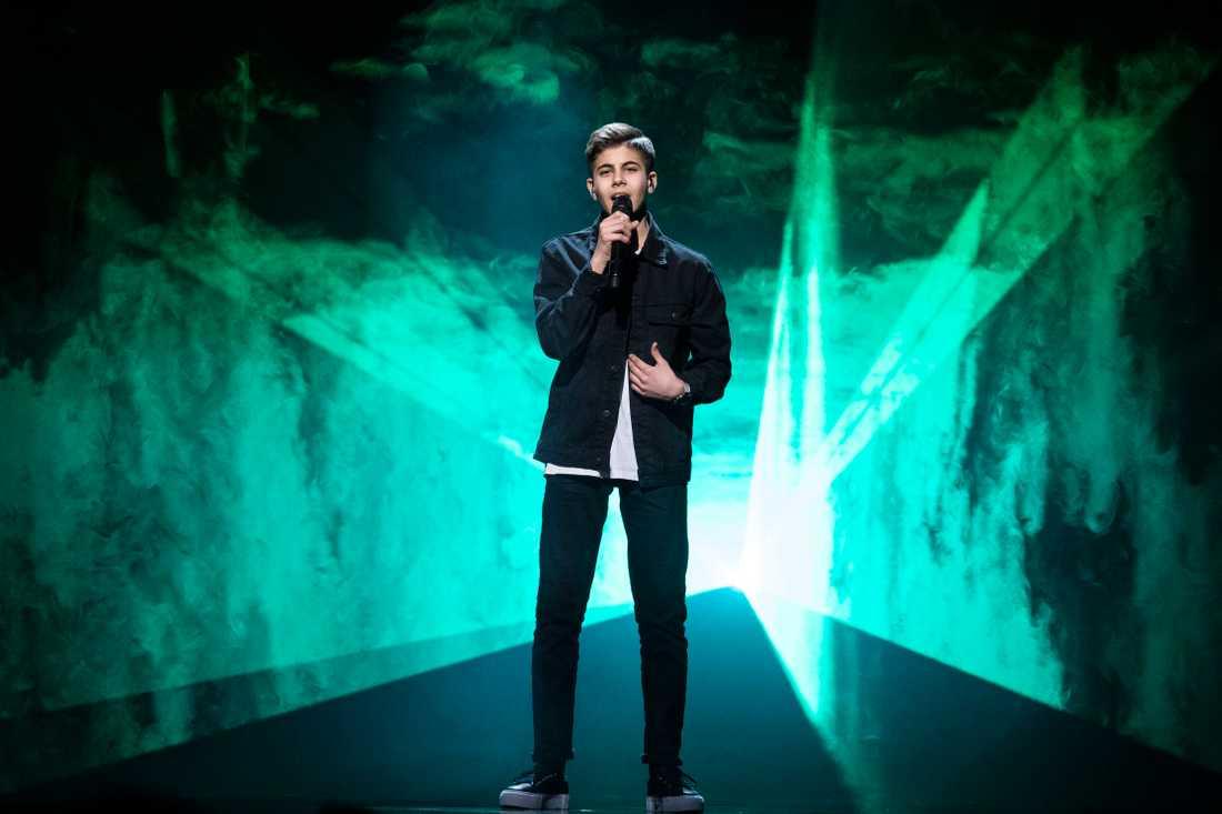 16-årige Bishara tar sig till final i Melodifestivalen, tror oddsmakarna.