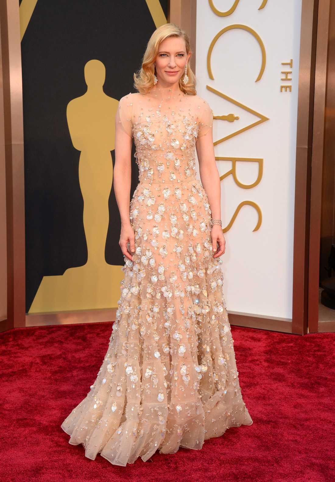 """++++ Cate Blanchett: """"Tror inte någon är mer grace än Cate Blanchett i Hollywood just nu. Så otroligt elegant och välklädd, alltid! Det här var kanske inte hennes mest vågade outfit någonsin men gnistrande, klädsamt och med otroligt detaljer från Armani Privé."""""""