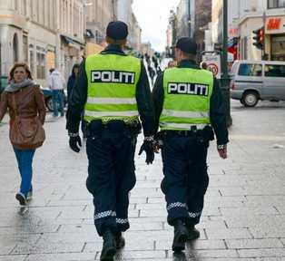 """En rapport från Oslopolisen varnar för situationen i Södertälje: """"Ett parallellt samhälle som fungerar ungefär som en egen stat i staten. De har egna institutioner, normer, lagar och regler som har större betydelse och inverkan på folks liv än de grundvärderingar som gäller i Sverige"""". Hela stadsdelar """"har tagits över"""" av assyrier och syrianer, skriver den norska dagstidningen Aftenposten, som hänvisar till rapporten."""