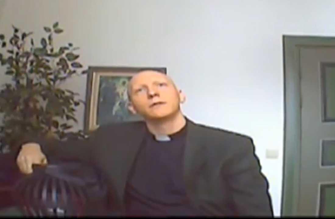 Mikael Bordin, kyrkoherde Västerfärnebo, intervjuas i UG.