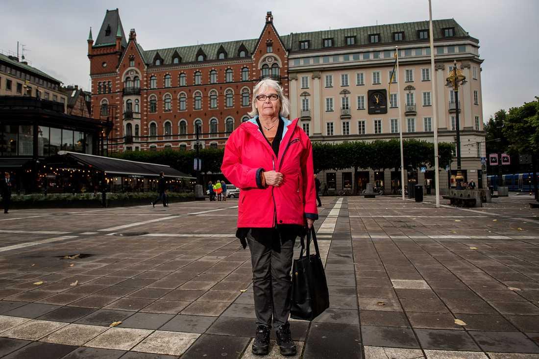 Kristin Enmark har nu skrivit en bok om hur hon upplevde Norrmalmstorgsdramat – och tiden efteråt.