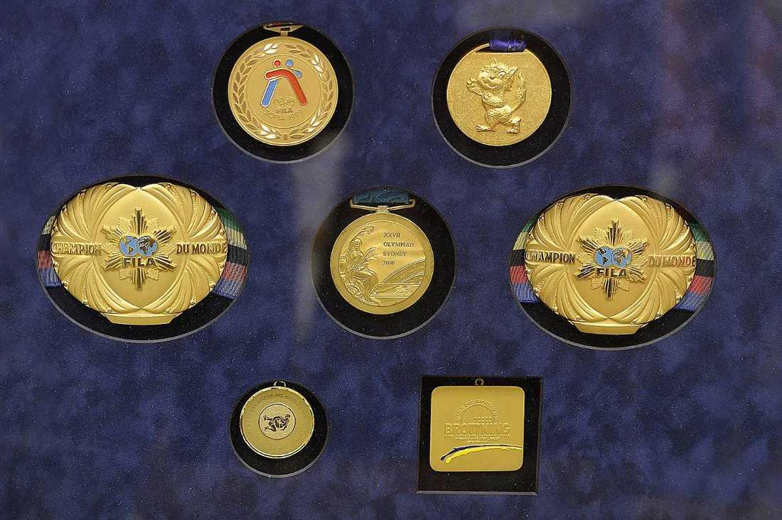 Samling av Mikael Ljungbergs medaljer.