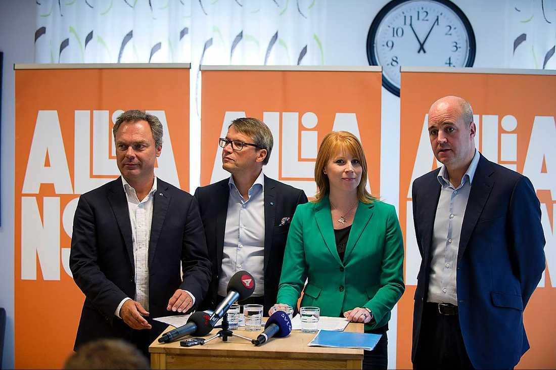 Håller ihop? Jan Björklund (FP), Göran Hägglund (KD), Annie Lööf (C) och Fredrik Reinfeldt, (M), kämpar på i Alliansen.