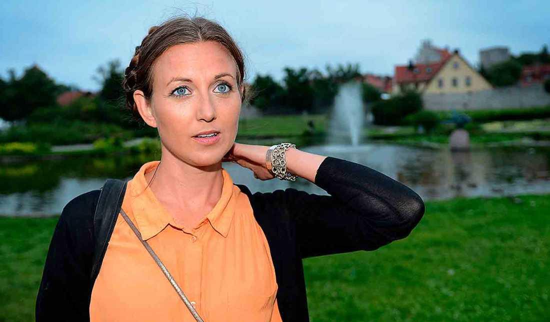 Sanna Lundell berättar om ångesten när hon fick barn med Persbrandt och han tvingades åka till Danmark.