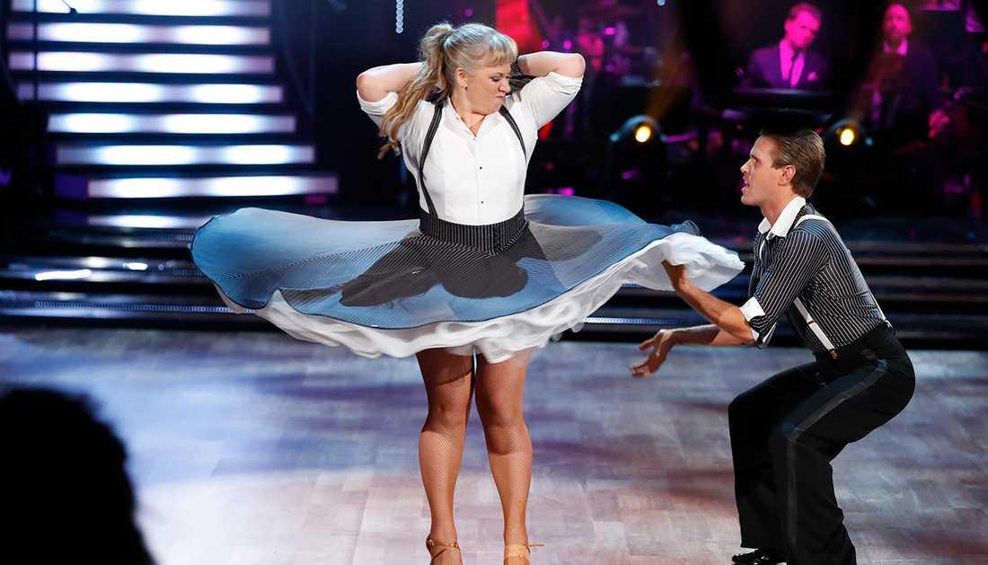 Stina Wollter på dansgolvet med Tobias Bader under förra fredagens veckofinal.