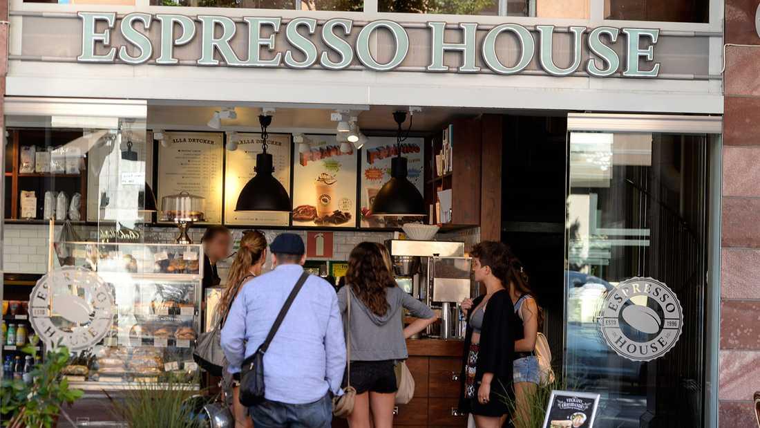 Flera läsare larmar om arbetsförhållandena på Espresso House.