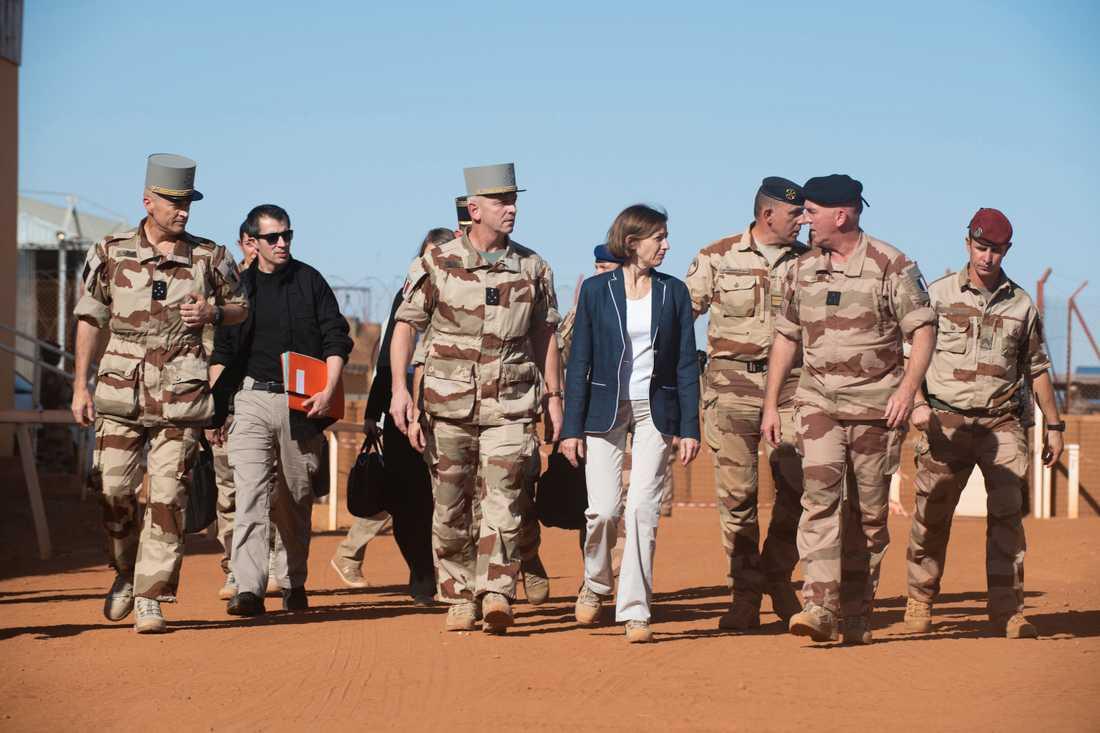 Frankrikes försvarsminister Florence Parly besöker Gao i Mali i november 2019, efter det att 13 franska soldater dödats i en helikopterkrock.