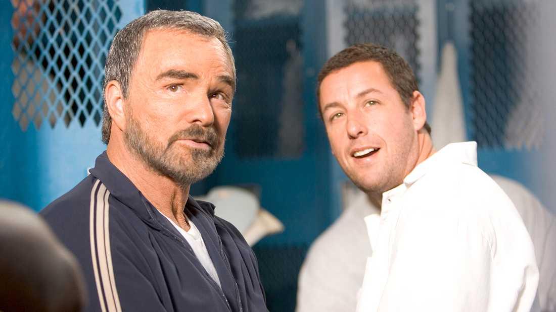 """Burt Reynolds och Adam Sandler i """"Benknäckargänget - krossa dem""""."""