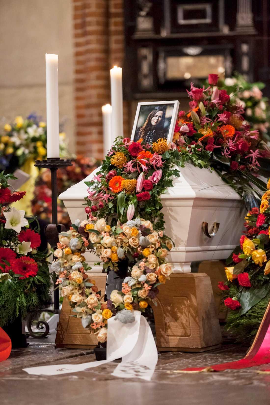 Den 12 oktober dog Danius i sömnen, omgiven av sin familj – nu är hon återigen omgiven av samma familj.