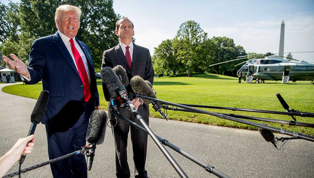 Alexander Acosta hade avancerat till arbetsmarknadsminister i Trumps regering, men avgick efter att ha försökt förklara uppgörelsen med Epstein.