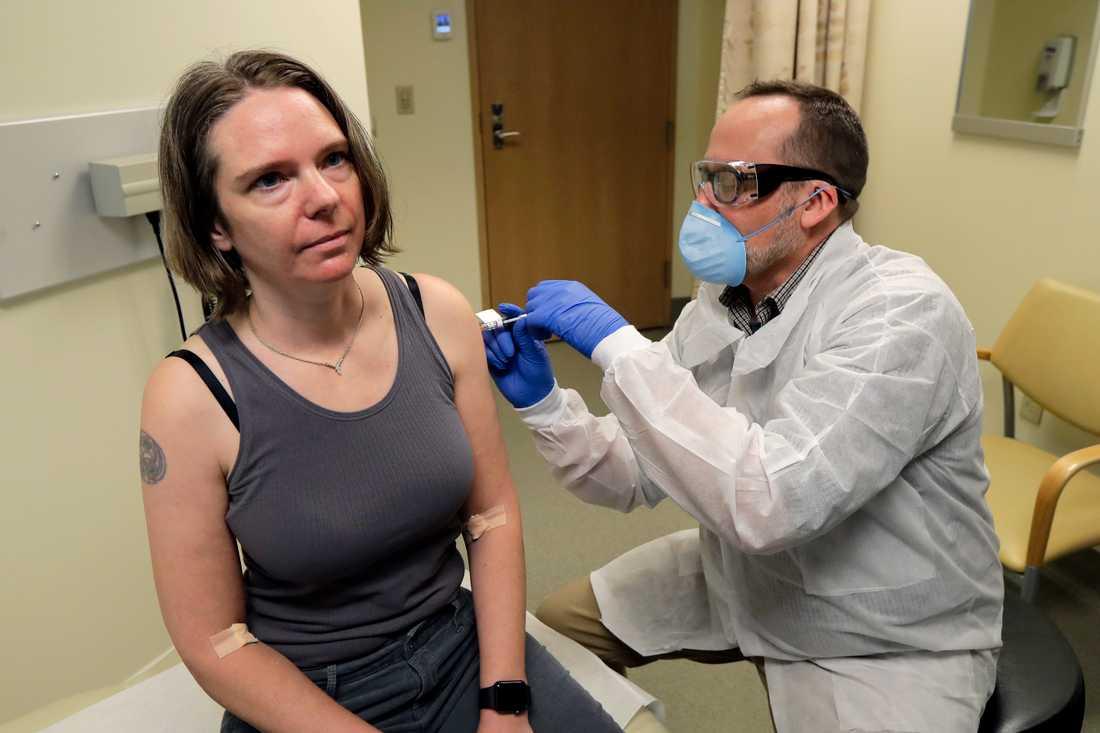 Jennifer Haller, 43, var först att få testvaccinet mot corona.