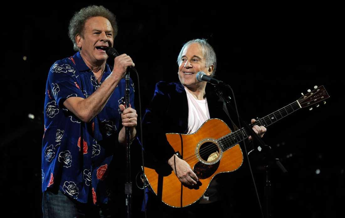 Art Garfunkel tillsammans med Paul Simon under ett framträdande 2009.