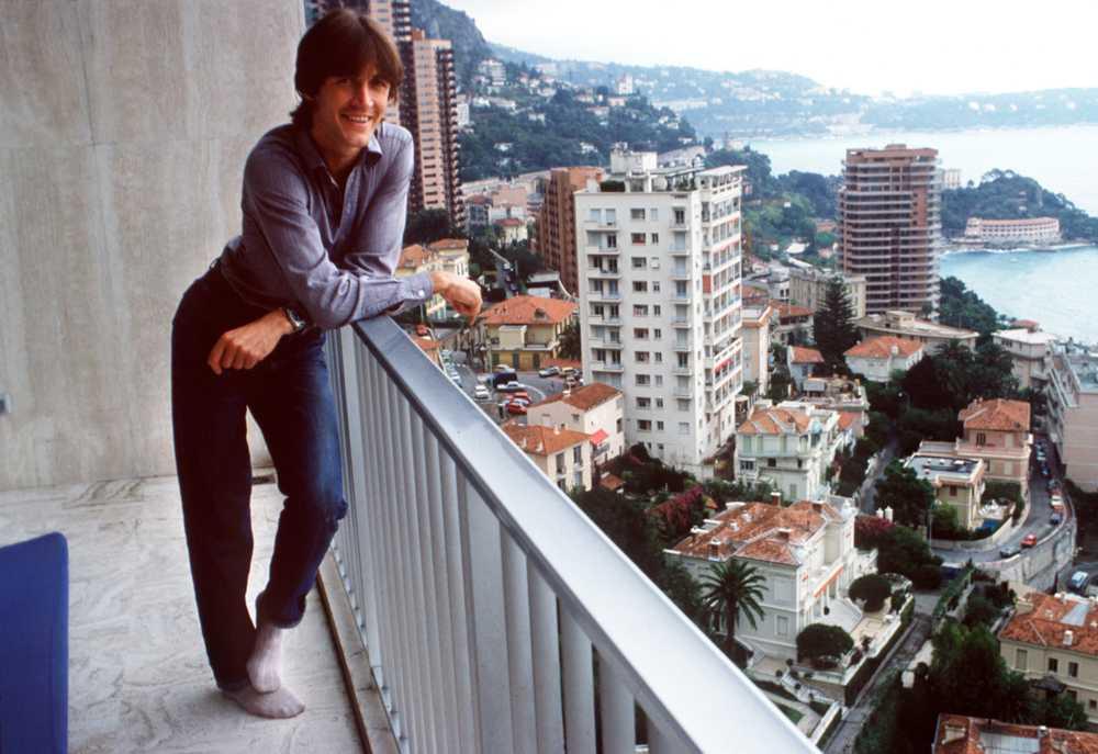 Ralf Edström poserar på en balkong i Monaco 1984.