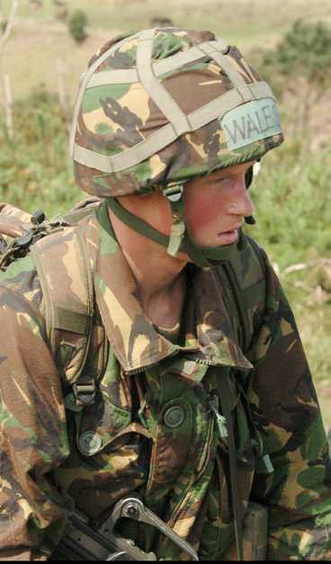 Prins Harrys militärutbildning har bara börjat. Trots det plågas han redan av ömma fötter.