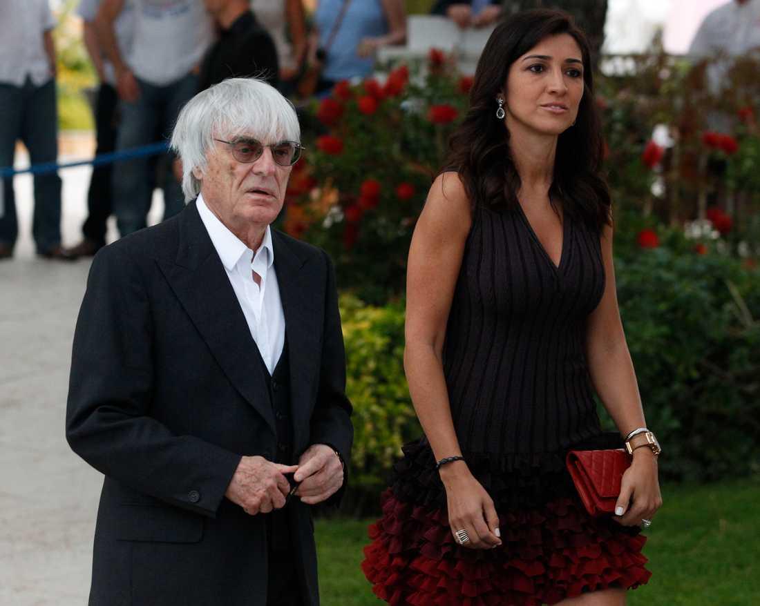 F1-ikonen Bernie Ecclestone tillsmamans med frun Fabiana Flosi.