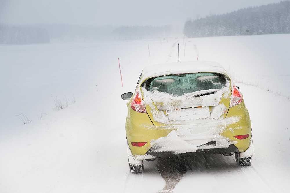 Har du tagit bort snön från tak, rutor och registreringsskylt?