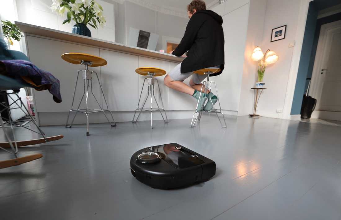 Det är de smarta  prylarnas bristfälliga säkerhet, till exempel  robotdammsugare, som gör dem till lätta måltavlor för hackare.