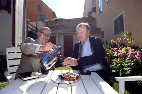 Här möts de igen Karl-Petter Thorwaldsson, LO, och Urban Bäckström, Svenskt Näringsliv, samtalar igen. Tillsammans kräver de nu att något görs för att mota tillbaka arbetslösheten.