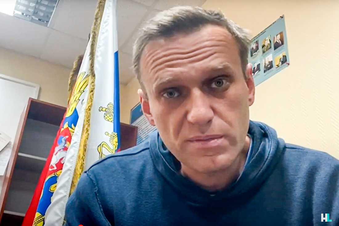 Aleksej Navalnyj på en polisstation i utkanten av Moskva.