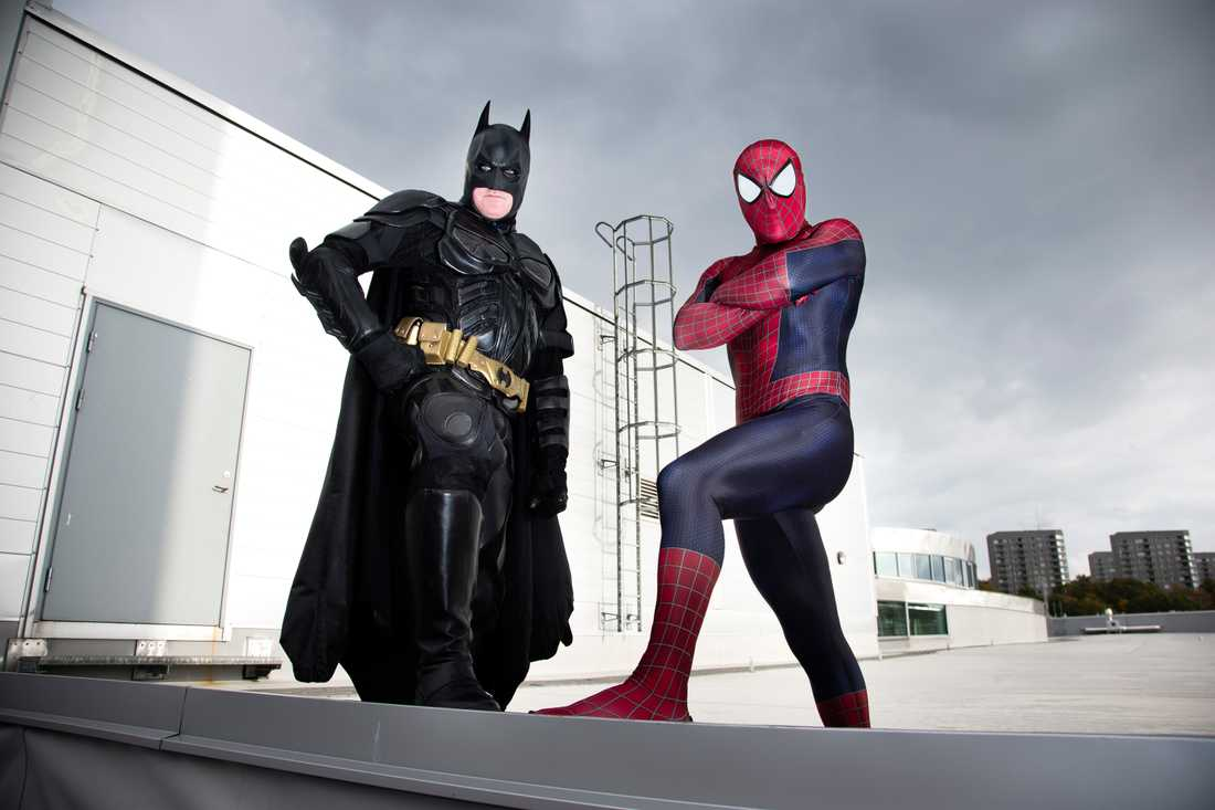 """""""Batman"""" Fredrik Svensson och """"Spiderman"""" Filip Plan startade Superhjältar mot cancer för att ge sjuka barn en stund sjukdomsfri glädje."""