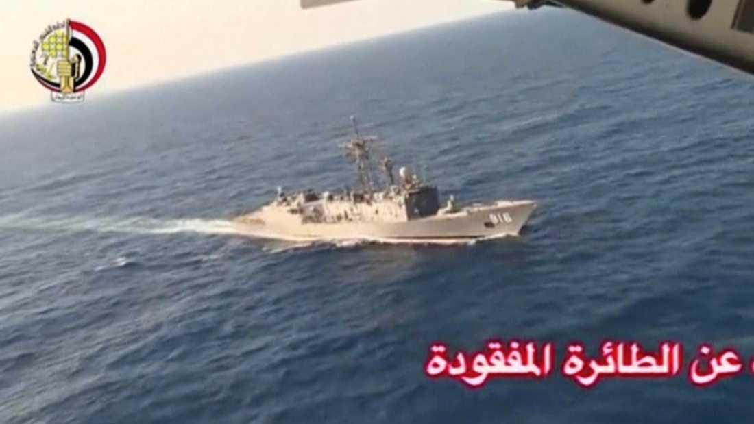 Egyptisk örlogsfartyg har tidigare deltagit i sökningen efter flygplanet.