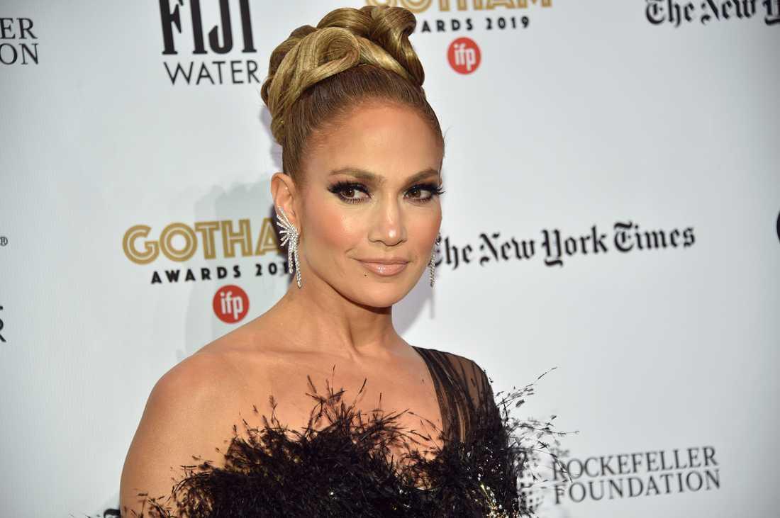 Jennifer Lopez visar sig utan kläder på det nya singelomslaget.