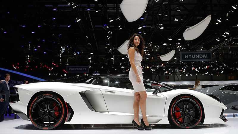 Så gör även Lamborghini, här bredvid en Aventador.
