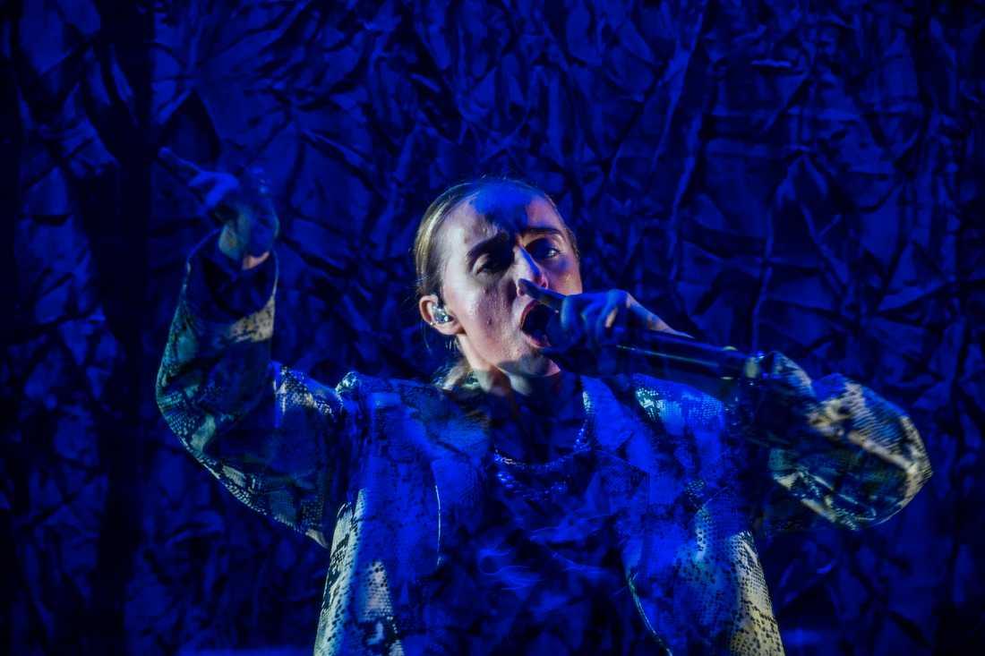 Silvana Imam imponerar på turnépremiären i Linköping.