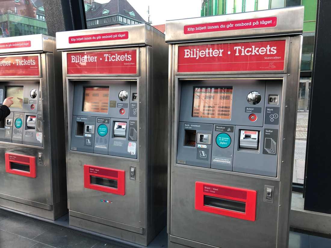 Den 30 september var sista dagen då det var möjligt att betala med kontanter i Skånetrafikens automater.