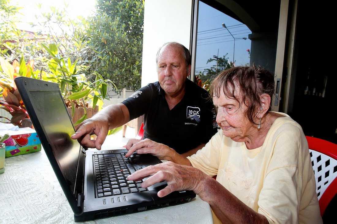 """VILL HJÄLPA TILL  Eva, 96, har följt Ganna-fallet på aftonbladet.se från Thailand, dit hon flyttade tidigare i höstas.""""Jag tycker så hemskt synd om henne, jag blir gråtfärdig"""", säger Eva."""