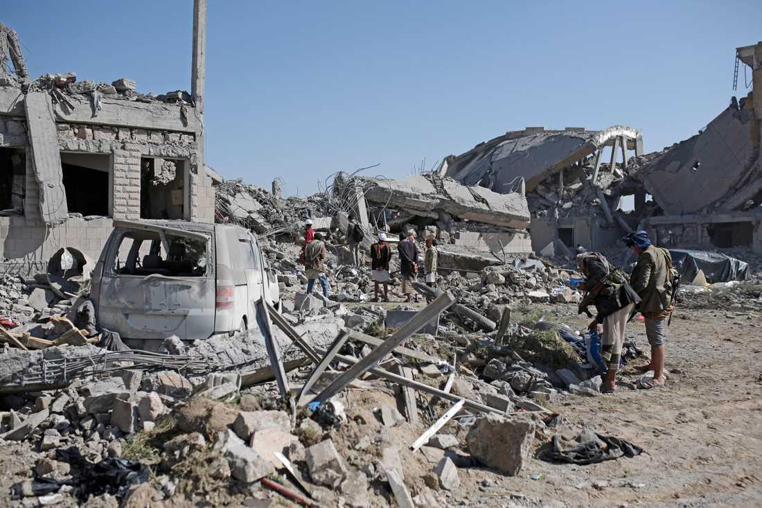 Ett fängelse i Huthikontrollerat område i Jemen bombades av den saudiskledda alliansen i helgen. Internationella rödakorskommittén uppskattar att över 100 människor dödades. Arkivbild.