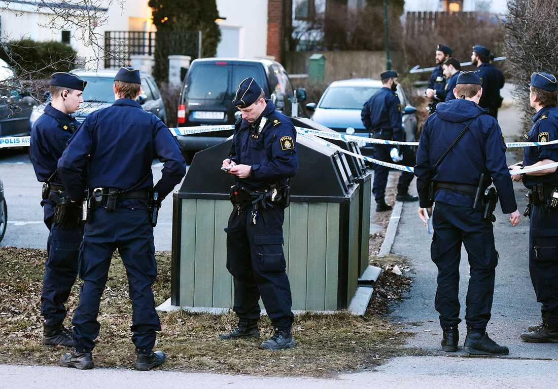 Poliser i Bredäng.