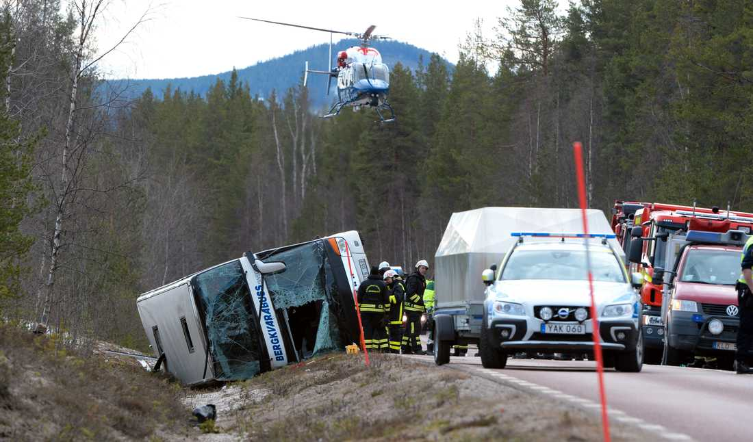 Villkorligt och dagsböter föreslog åklagare Mikael Bäckström som straff för den busschaufför som står åtalad för bland annat vållande till annans död efter den tragiska bussolyckan i Härjedalen för snart två år sedan. Arkivbild.