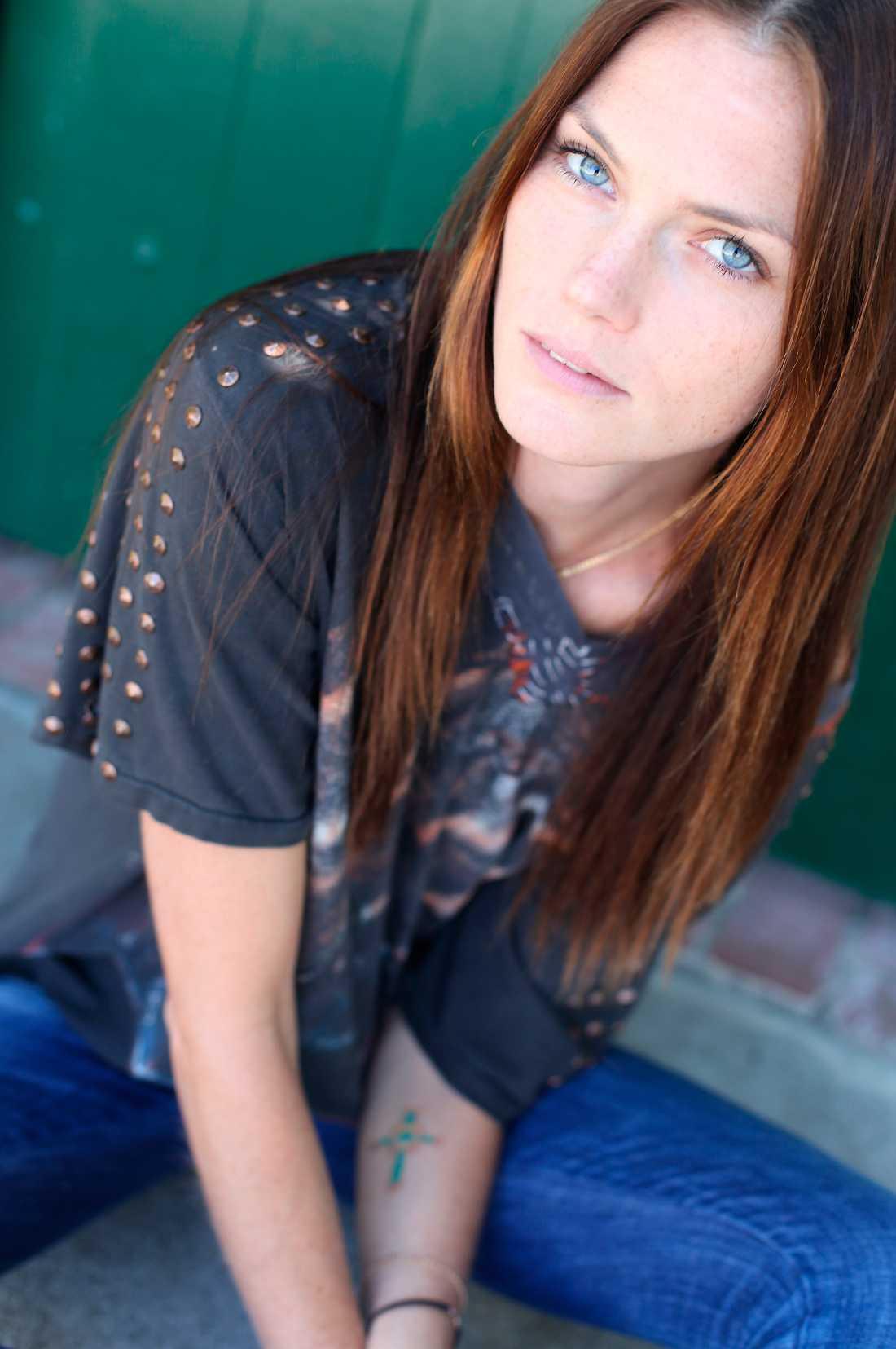 Svenska supermodellen och skådespelerskan Mini Andén har sitt liv, sin karriär och sin man i Los Angeles.