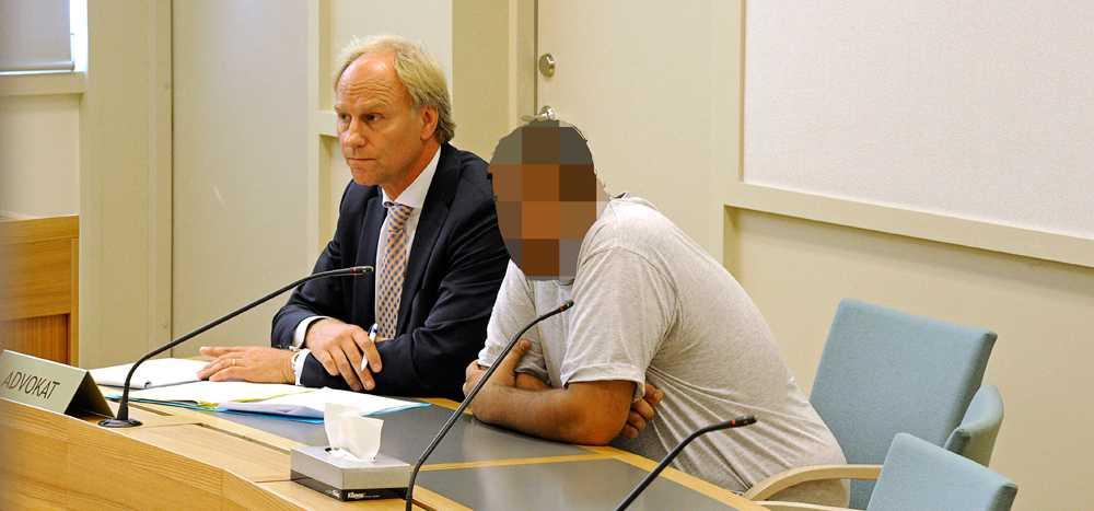 Häktning av en av de män som misstänks för att ha mördat en man i Frösunda vid Solna Tingsrätt.