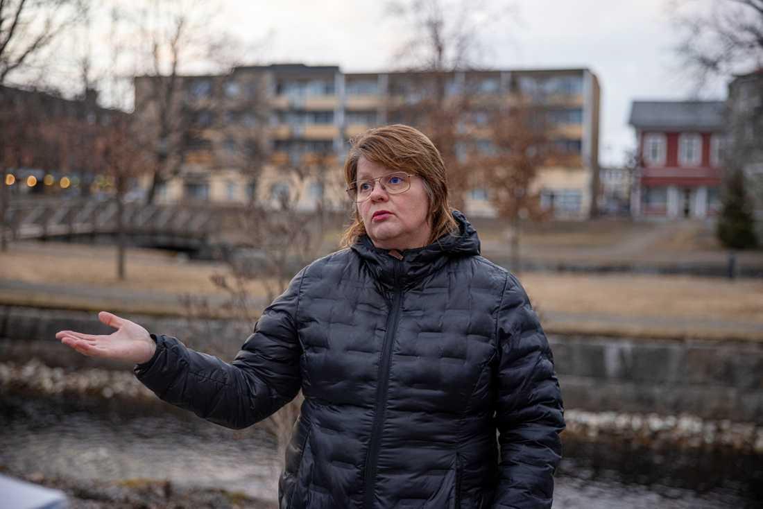 """Kommunstyrelsens ordförande, Åsa Hååkman Felth oroas över den ökade segregationen i Filipstad: """"Det är en farlig och odemokratisk väg att gå, för alla barn är lika mycket värda oavsett vem som fött mig"""" säger hon."""