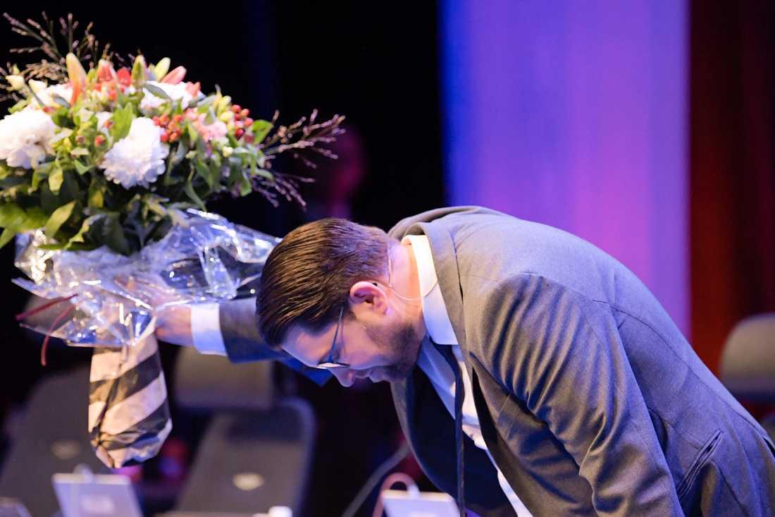 Sverigedemokraternas partiledare Jimmie Åkesson omvaldes för två år på partiets Landsdagar i Örebro och manar det växande partiet till ödmjukhet och respekt.