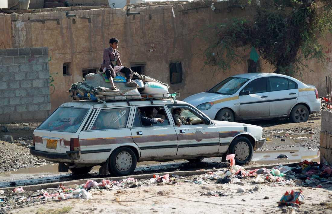 Efter de sudiska flygräderna flyr befolkningen.