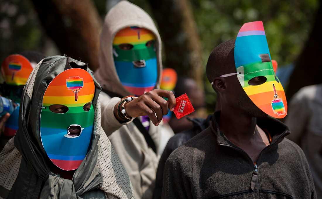 Hbtq-aktivister i Kenya demonstrerar för sina rättigheter. Landets högsta domstol ska den 24 maj fatta beslut om huruvida de lagar som kriminaliserar homosexualitet ska skrotas.