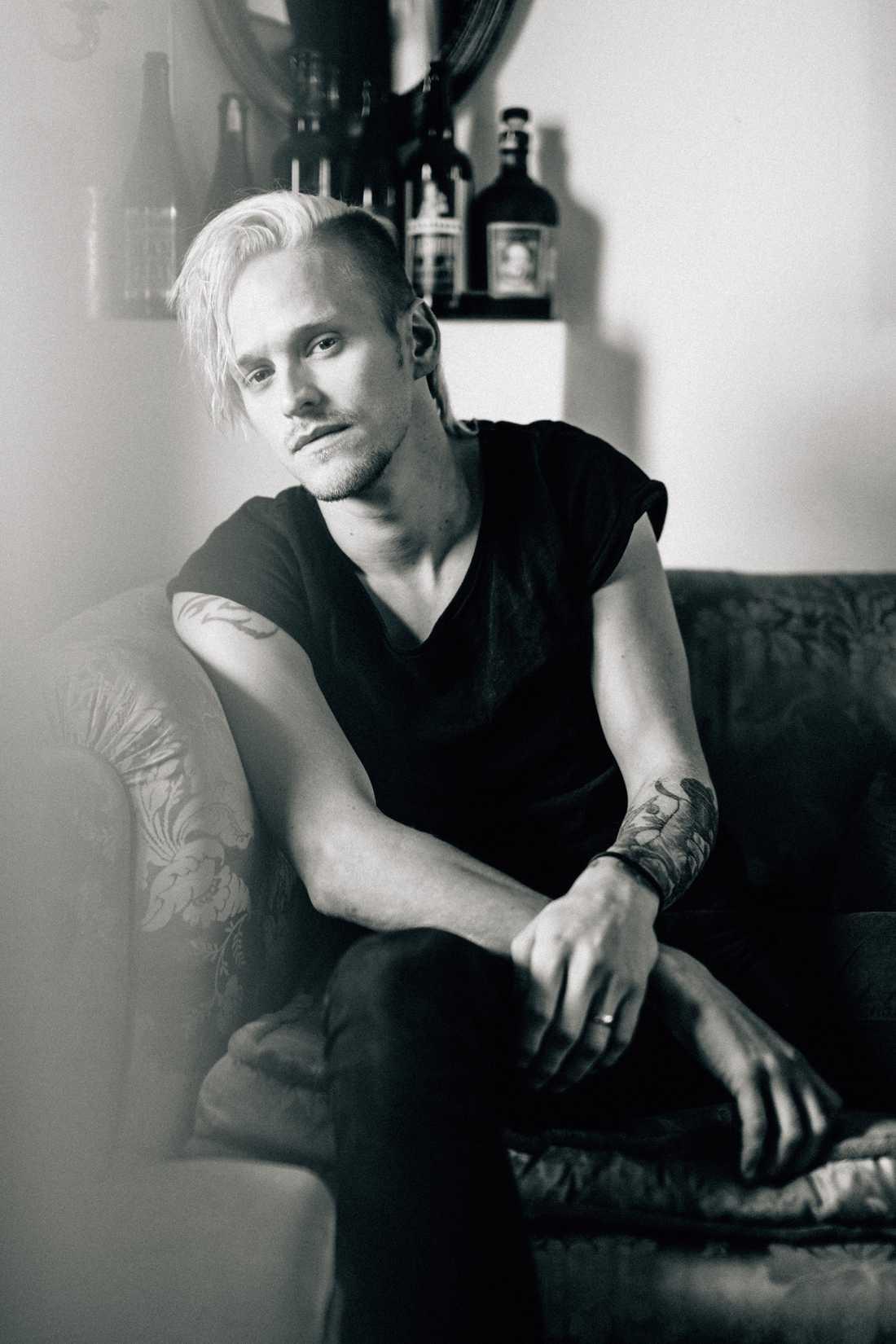 Erik Grönwall släpper en ny singel, för första gången på svenska. Pressbild.