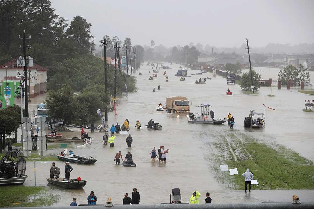 Houstonbor evakueras från sina bostäder.