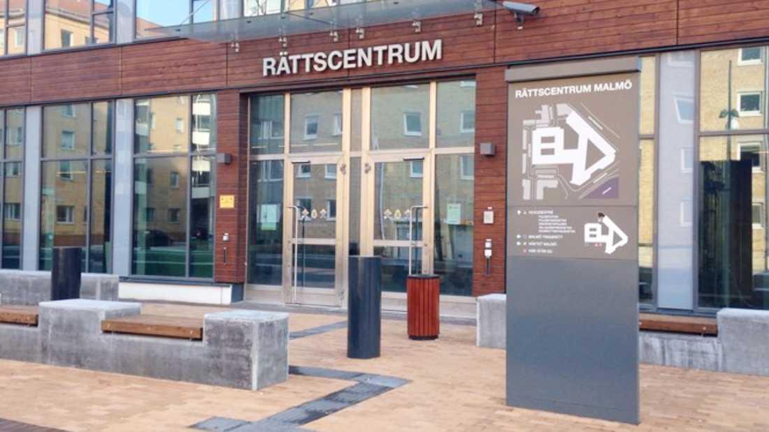 Ett parti godispåsar anlände oväntat till Rättscentrum i Malmö.