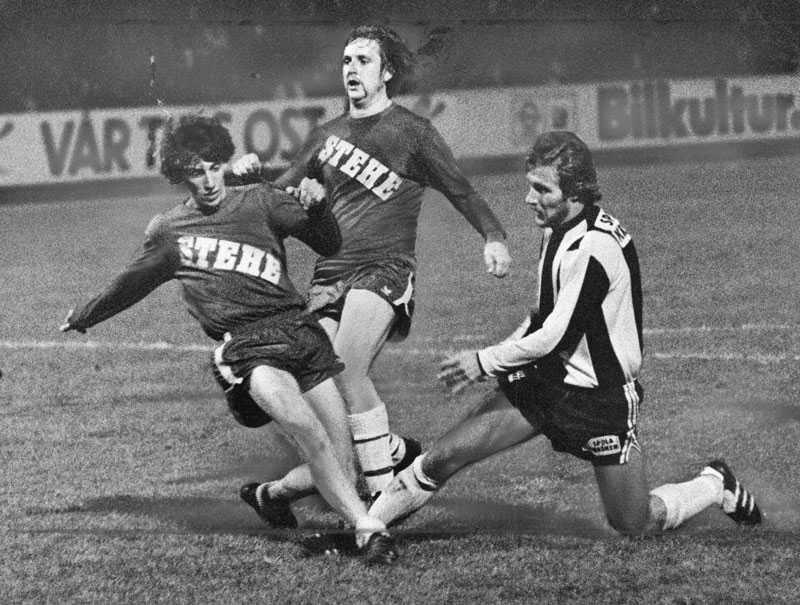 20 september 1977 Hammarby mötte kvartersgänget Stehe Rovers i SvFF:s jubileumsturnering. Amatörerna fick sex straffar innan matchstart – satte tre – men Hammarby kom ikapp i 75:e minuten.
