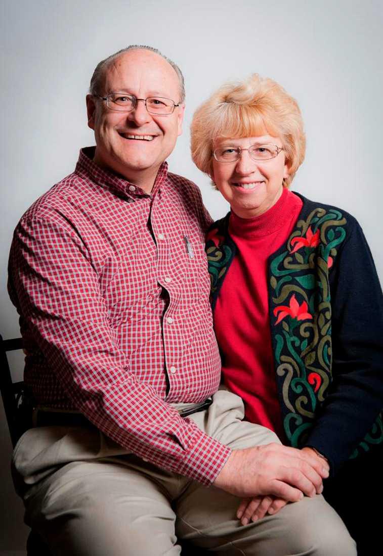 Även amerikanskan Nancy Writebol som hjälpte till på samma sjukhus i Liberia som läkaren Kent Bradley testades positivt för ebola. Här tillsammans med maken David.