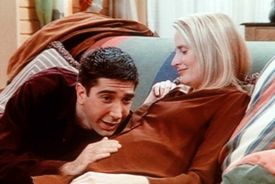 I serien förekommer många skämt kring karaktären Ross lesbiska exfru.