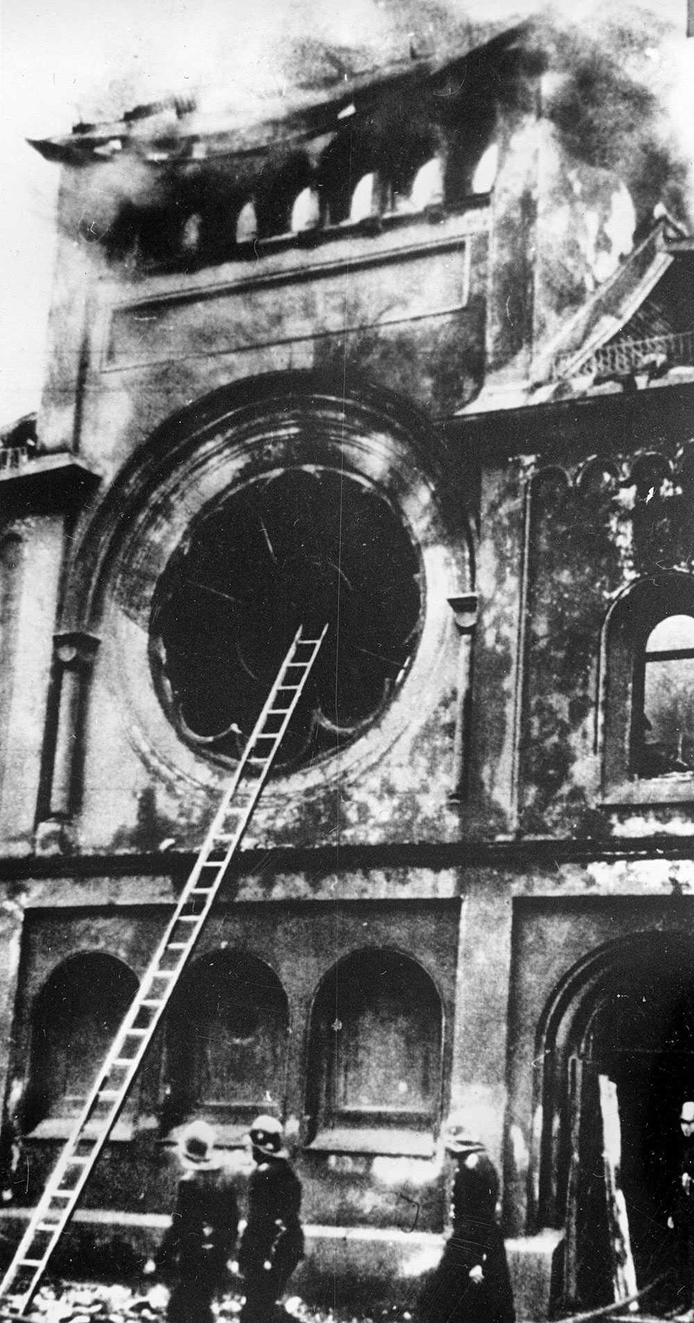 Berlins största synagoga totalförstördes.
