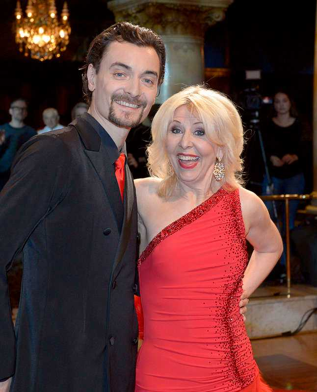 Pia Johansson, 55, skådespelerska, med dansaren Marc Christiansen.