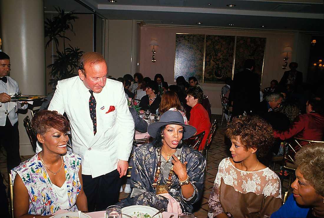 Dionne Warwick, Clive Davis, Donna Summer och Whitney Houston i Los Angeles 1986.